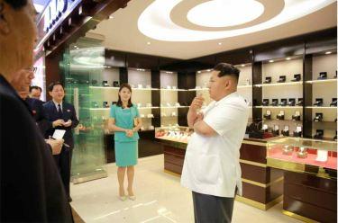150625 - RS - KIM JONG UN - Marschall KIM JONG UN besichtigte den fertiggestellten Terminal des Internationalen Flughafens Pyongyang - 11 - 경애하는 김정은동지께서 완공된 평양국제비행장 항공역사를 현지지도하시였다