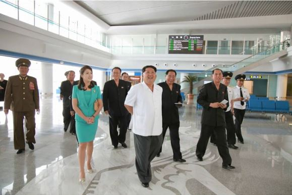 150625 - SK - KIM JONG UN - Marschall KIM JONG UN besichtigte den fertiggestellten Terminal des Internationalen Flughafens Pyongyang - 01 - 경애하는 김정은동지께서 완공된 평양국제비행장 항공역사를 현지지도하시였다