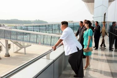 150625 - SK - KIM JONG UN - Marschall KIM JONG UN besichtigte den fertiggestellten Terminal des Internationalen Flughafens Pyongyang - 02 - 경애하는 김정은동지께서 완공된 평양국제비행장 항공역사를 현지지도하시였다