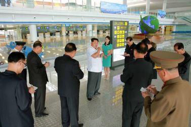 150625 - SK - KIM JONG UN - Marschall KIM JONG UN besichtigte den fertiggestellten Terminal des Internationalen Flughafens Pyongyang - 05 - 경애하는 김정은동지께서 완공된 평양국제비행장 항공역사를 현지지도하시였다