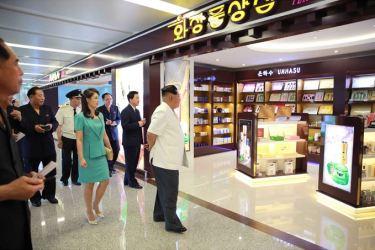 150625 - SK - KIM JONG UN - Marschall KIM JONG UN besichtigte den fertiggestellten Terminal des Internationalen Flughafens Pyongyang - 06 - 경애하는 김정은동지께서 완공된 평양국제비행장 항공역사를 현지지도하시였다