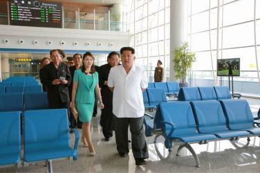 150625 - SK - KIM JONG UN - Marschall KIM JONG UN besichtigte den fertiggestellten Terminal des Internationalen Flughafens Pyongyang - 12 - 경애하는 김정은동지께서 완공된 평양국제비행장 항공역사를 현지지도하시였다