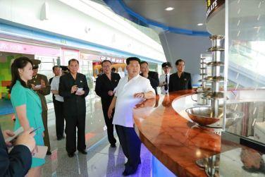 150625 - SK - KIM JONG UN - Marschall KIM JONG UN besichtigte den fertiggestellten Terminal des Internationalen Flughafens Pyongyang - 14 - 경애하는 김정은동지께서 완공된 평양국제비행장 항공역사를 현지지도하시였다