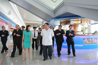 150625 - SK - KIM JONG UN - Marschall KIM JONG UN besichtigte den fertiggestellten Terminal des Internationalen Flughafens Pyongyang - 15 - 경애하는 김정은동지께서 완공된 평양국제비행장 항공역사를 현지지도하시였다