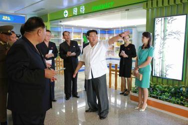 150625 - SK - KIM JONG UN - Marschall KIM JONG UN besichtigte den fertiggestellten Terminal des Internationalen Flughafens Pyongyang - 16 - 경애하는 김정은동지께서 완공된 평양국제비행장 항공역사를 현지지도하시였다