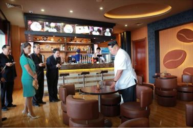 150625 - SK - KIM JONG UN - Marschall KIM JONG UN besichtigte den fertiggestellten Terminal des Internationalen Flughafens Pyongyang - 19 - 경애하는 김정은동지께서 완공된 평양국제비행장 항공역사를 현지지도하시였다