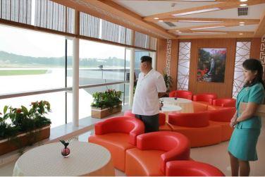 150625 - SK - KIM JONG UN - Marschall KIM JONG UN besichtigte den fertiggestellten Terminal des Internationalen Flughafens Pyongyang - 23 - 경애하는 김정은동지께서 완공된 평양국제비행장 항공역사를 현지지도하시였다