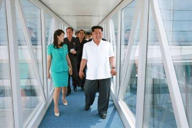 150625 - SK - KIM JONG UN - Marschall KIM JONG UN besichtigte den fertiggestellten Terminal des Internationalen Flughafens Pyongyang - 24 - 경애하는 김정은동지께서 완공된 평양국제비행장 항공역사를 현지지도하시였다