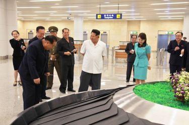 150625 - SK - KIM JONG UN - Marschall KIM JONG UN besichtigte den fertiggestellten Terminal des Internationalen Flughafens Pyongyang - 27 - 경애하는 김정은동지께서 완공된 평양국제비행장 항공역사를 현지지도하시였다