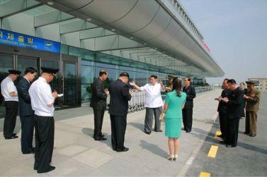150625 - SK - KIM JONG UN - Marschall KIM JONG UN besichtigte den fertiggestellten Terminal des Internationalen Flughafens Pyongyang - 28 - 경애하는 김정은동지께서 완공된 평양국제비행장 항공역사를 현지지도하시였다