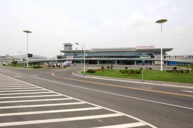150625 - SK - KIM JONG UN - Marschall KIM JONG UN besichtigte den fertiggestellten Terminal des Internationalen Flughafens Pyongyang - 29 - 경애하는 김정은동지께서 완공된 평양국제비행장 항공역사를 현지지도하시였다