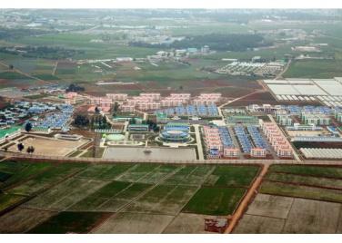 150630 - RS - KIM JONG UN - Genosse KIM JONG UN besuchte den Genossenschaftlichen Landwirtschaftsbetrieb Jangchon für Gemüsebau - 13 - 경애하는 김정은동지께서 사회주의농촌문화건설의 본보기, 기준으로 천지개벽된 평양시 사동구역 장천남새전문협동농장을 현지지도하시였다