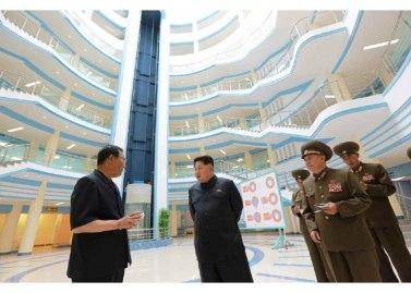 150703 - RS - KIM JONG UN - Marschall KIM JONG UN besichtigte das neu gebaute Institut für Automatisierung an der TU 'Kim Chaek' - 03 - 경애하는 김정은동지께서 새로 건설한 김책공업종합대학 자동화연구소를 현지지도하시였다