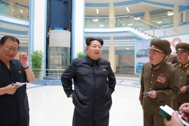 150703 - SK - KIM JONG UN - Marschall KIM JONG UN besichtigte das neu gebaute Institut für Automatisierung an der TU 'Kim Chaek' - 01 - 경애하는 김정은동지께서 새로 건설한 김책공업종합대학 자동화연구소를 현지지도하시였다