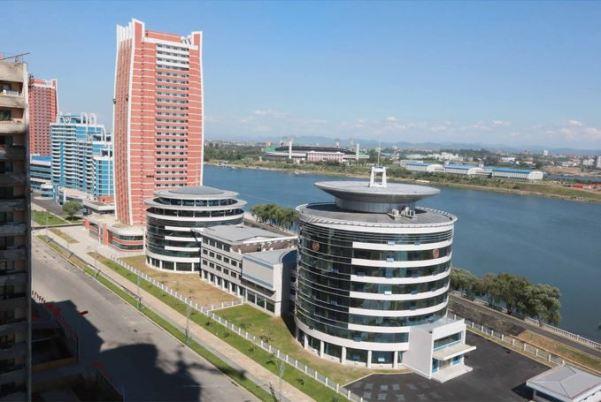 150703 - SK - KIM JONG UN - Marschall KIM JONG UN besichtigte das neu gebaute Institut für Automatisierung an der TU 'Kim Chaek' - 03 - 경애하는 김정은동지께서 새로 건설한 김책공업종합대학 자동화연구소를 현지지도하시였다