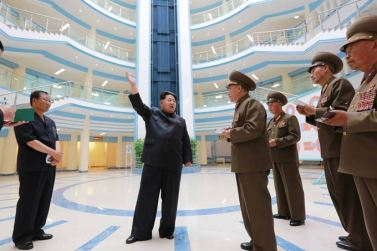 150703 - SK - KIM JONG UN - Marschall KIM JONG UN besichtigte das neu gebaute Institut für Automatisierung an der TU 'Kim Chaek' - 05 - 경애하는 김정은동지께서 새로 건설한 김책공업종합대학 자동화연구소를 현지지도하시였다