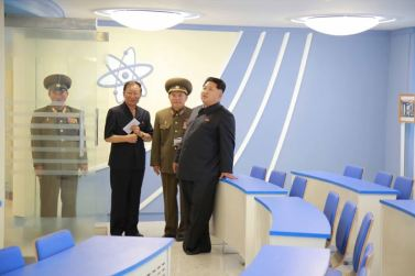 150703 - SK - KIM JONG UN - Marschall KIM JONG UN besichtigte das neu gebaute Institut für Automatisierung an der TU 'Kim Chaek' - 06 - 경애하는 김정은동지께서 새로 건설한 김책공업종합대학 자동화연구소를 현지지도하시였다