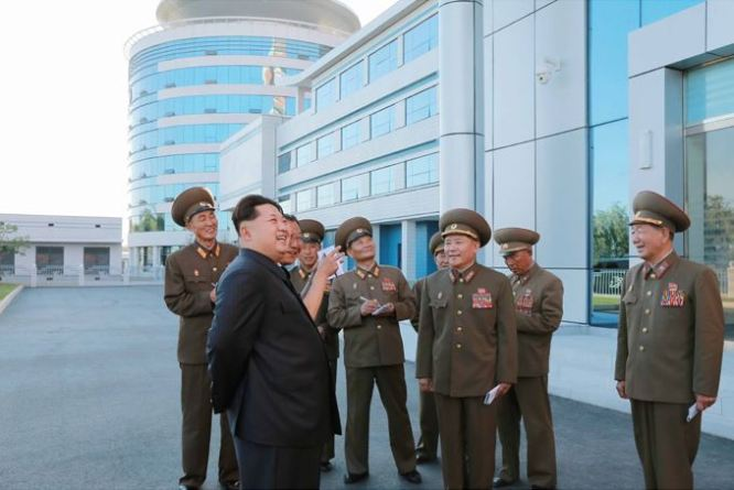 150703 - SK - KIM JONG UN - Marschall KIM JONG UN besichtigte das neu gebaute Institut für Automatisierung an der TU 'Kim Chaek' - 08 - 경애하는 김정은동지께서 새로 건설한 김책공업종합대학 자동화연구소를 현지지도하시였다