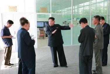 150707 - SK - KIM JONG UN - Marschall KIM JONG UN besichtigte das Wissenschaftliche Institut für Gemüse Pyongyang - 05 - 경애하는 김정은동지께서 평양남새과학연구소를 현지지도하시였다