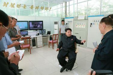 150707 - SK - KIM JONG UN - Marschall KIM JONG UN besichtigte das Wissenschaftliche Institut für Gemüse Pyongyang - 06 - 경애하는 김정은동지께서 평양남새과학연구소를 현지지도하시였다