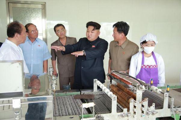 150711 - SK - KIM JONG UN - Marschall KIM JONG UN besichtigte die Verarbeitungsfabrik für Seetang Taegyong in Pyongyang - 10 - 경애하는 김정은동지께서 평양대경김가공공장을 현지지도하시였다