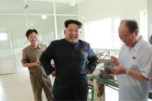 150711 - SK - KIM JONG UN - Marschall KIM JONG UN besichtigte die Verarbeitungsfabrik für Seetang Taegyong in Pyongyang - 11 - 경애하는 김정은동지께서 평양대경김가공공장을 현지지도하시였다