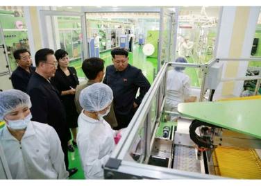 150714 - RS - Marschall KIM JONG UN besuchte die Toilettenartikelfabrik Ragnang - 05 - 경애하는 김정은동지께서 락랑위생용품공장을 현지지도하시였다