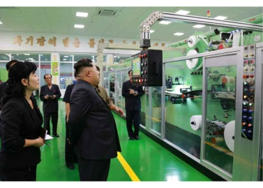 150714 - RS - Marschall KIM JONG UN besuchte die Toilettenartikelfabrik Ragnang - 06 - 경애하는 김정은동지께서 락랑위생용품공장을 현지지도하시였다