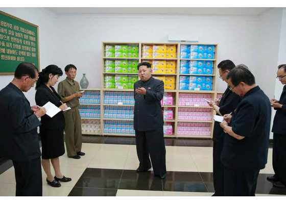 150714 - RS - Marschall KIM JONG UN besuchte die Toilettenartikelfabrik Ragnang - 09 - 경애하는 김정은동지께서 락랑위생용품공장을 현지지도하시였다