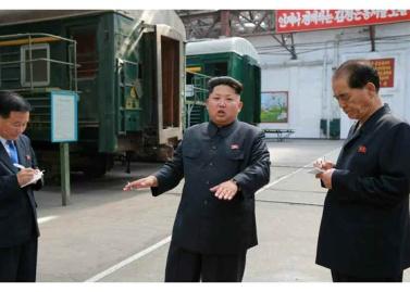 150720 - RS - KIM JONG UN - Genosse KIM JONG UN besuchte das Vereinigte Elektrolokomotivenwerk 'Kim Jong Thae' - 02 - 경애하는 김정은동지께서 김종태전기기관차련합기업소를 현지지도하시고 철도현대화의 불길을 지펴주시였다