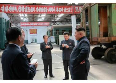 150720 - RS - KIM JONG UN - Genosse KIM JONG UN besuchte das Vereinigte Elektrolokomotivenwerk 'Kim Jong Thae' - 03 - 경애하는 김정은동지께서 김종태전기기관차련합기업소를 현지지도하시고 철도현대화의 불길을 지펴주시였다