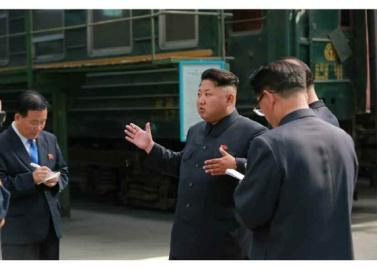 150720 - RS - KIM JONG UN - Genosse KIM JONG UN besuchte das Vereinigte Elektrolokomotivenwerk 'Kim Jong Thae' - 04 - 경애하는 김정은동지께서 김종태전기기관차련합기업소를 현지지도하시고 철도현대화의 불길을 지펴주시였다
