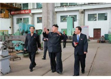 150720 - RS - KIM JONG UN - Genosse KIM JONG UN besuchte das Vereinigte Elektrolokomotivenwerk 'Kim Jong Thae' - 07 - 경애하는 김정은동지께서 김종태전기기관차련합기업소를 현지지도하시고 철도현대화의 불길을 지펴주시였다