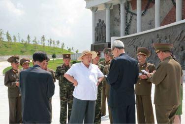 150723 - SK - KIM JONG UN - Marschall KIM JONG UN besuchte das neu gebaute Museum Sinchon - 01 - 경애하는 김정은동지께서 새로 건설한 신천박물관을 현지지도하시였다
