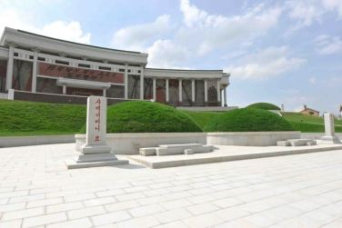 150723 - SK - KIM JONG UN - Marschall KIM JONG UN besuchte das neu gebaute Museum Sinchon - 03 - 경애하는 김정은동지께서 새로 건설한 신천박물관을 현지지도하시였다