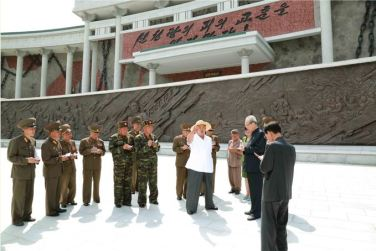 150723 - SK - KIM JONG UN - Marschall KIM JONG UN besuchte das neu gebaute Museum Sinchon - 05 - 경애하는 김정은동지께서 새로 건설한 신천박물관을 현지지도하시였다