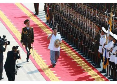 150730 - RS - KIM JONG UN - 03 - 경애하는 김정은동지께서 위대한 조국해방전쟁승리 62돐을 맞으며 진행된 《조선인민군 항공 및 반항공군 비행지휘성원들의 전투비행술경기대회-2015》를 지도하시였다