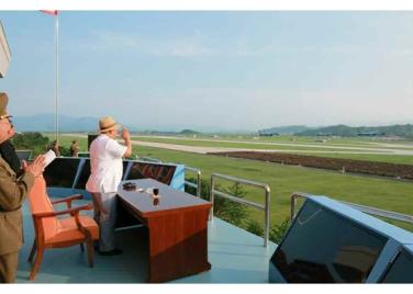 150730 - RS - KIM JONG UN - 06 - 경애하는 김정은동지께서 위대한 조국해방전쟁승리 62돐을 맞으며 진행된 《조선인민군 항공 및 반항공군 비행지휘성원들의 전투비행술경기대회-2015》를 지도하시였다