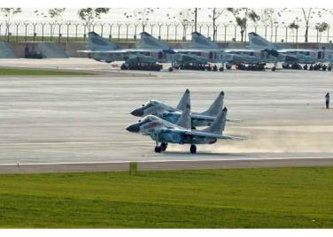 150730 - RS - KIM JONG UN - 13 - 경애하는 김정은동지께서 위대한 조국해방전쟁승리 62돐을 맞으며 진행된 《조선인민군 항공 및 반항공군 비행지휘성원들의 전투비행술경기대회-2015》를 지도하시였다