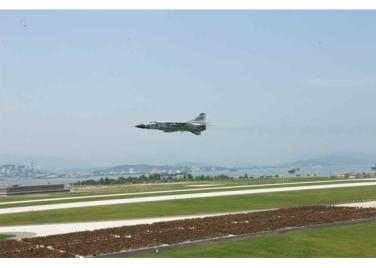 150730 - RS - KIM JONG UN - 24 - 경애하는 김정은동지께서 위대한 조국해방전쟁승리 62돐을 맞으며 진행된 《조선인민군 항공 및 반항공군 비행지휘성원들의 전투비행술경기대회-2015》를 지도하시였다