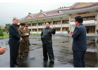 150802 - RS - KIM JONG UN - Marschall KIM JONG UN besichtigte das neu errichtete Altersheim Pyongyang - 02 - 경애하는 김정은동지께서 새로 건설한 평양양로원을 현지지도하시였다
