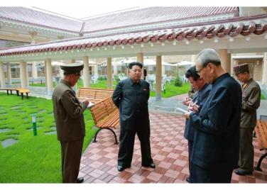 150802 - RS - KIM JONG UN - Marschall KIM JONG UN besichtigte das neu errichtete Altersheim Pyongyang - 04 - 경애하는 김정은동지께서 새로 건설한 평양양로원을 현지지도하시였다