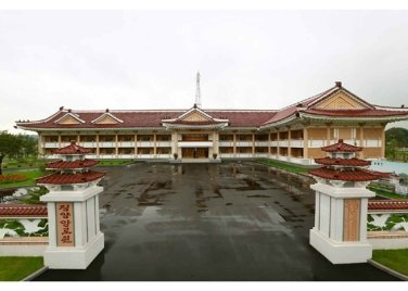 150802 - RS - KIM JONG UN - Marschall KIM JONG UN besichtigte das neu errichtete Altersheim Pyongyang - 11 - 경애하는 김정은동지께서 새로 건설한 평양양로원을 현지지도하시였다