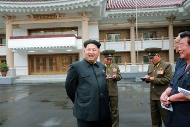150802 - SK - KIM JONG UN - Marschall KIM JONG UN besichtigte das neu errichtete Altersheim Pyongyang - 01 - 경애하는 김정은동지께서 새로 건설한 평양양로원을 현지지도하시였다