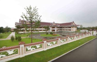 150802 - SK - KIM JONG UN - Marschall KIM JONG UN besichtigte das neu errichtete Altersheim Pyongyang - 02 - 경애하는 김정은동지께서 새로 건설한 평양양로원을 현지지도하시였다