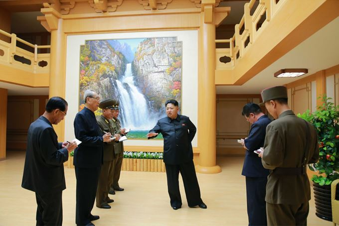 150802 - SK - KIM JONG UN - Marschall KIM JONG UN besichtigte das neu errichtete Altersheim Pyongyang - 03 - 경애하는 김정은동지께서 새로 건설한 평양양로원을 현지지도하시였다
