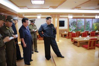 150802 - SK - KIM JONG UN - Marschall KIM JONG UN besichtigte das neu errichtete Altersheim Pyongyang - 07 - 경애하는 김정은동지께서 새로 건설한 평양양로원을 현지지도하시였다