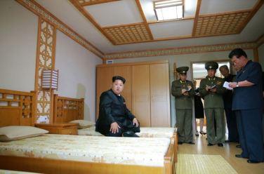 150802 - SK - KIM JONG UN - Marschall KIM JONG UN besichtigte das neu errichtete Altersheim Pyongyang - 08 - 경애하는 김정은동지께서 새로 건설한 평양양로원을 현지지도하시였다