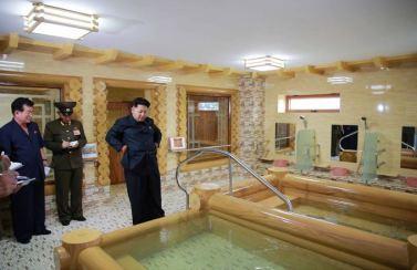 150802 - SK - KIM JONG UN - Marschall KIM JONG UN besichtigte das neu errichtete Altersheim Pyongyang - 10 - 경애하는 김정은동지께서 새로 건설한 평양양로원을 현지지도하시였다
