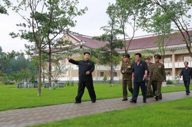 150802 - SK - KIM JONG UN - Marschall KIM JONG UN besichtigte das neu errichtete Altersheim Pyongyang - 11 - 경애하는 김정은동지께서 새로 건설한 평양양로원을 현지지도하시였다